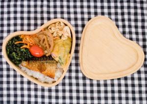 可愛いハート型の木製お弁当箱